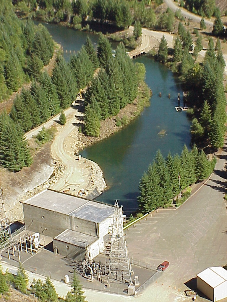 Another shot of Cougar Dam powerhouse