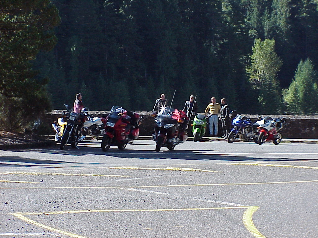 Bikes and riders at Cougar Dam